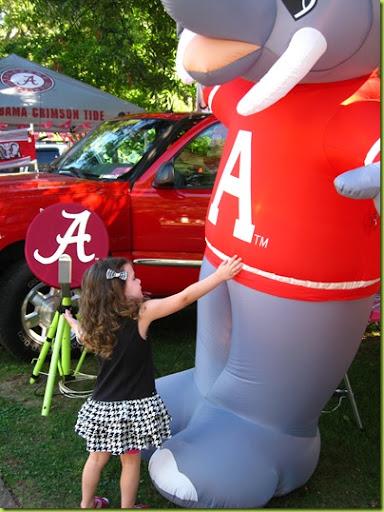 Alabama elephant peeing